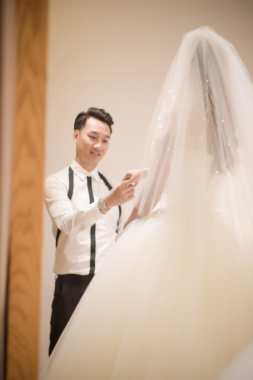 MC Thanh Trung va ban gai quan quyt tinh tu di thu vay cuoi hinh anh 7