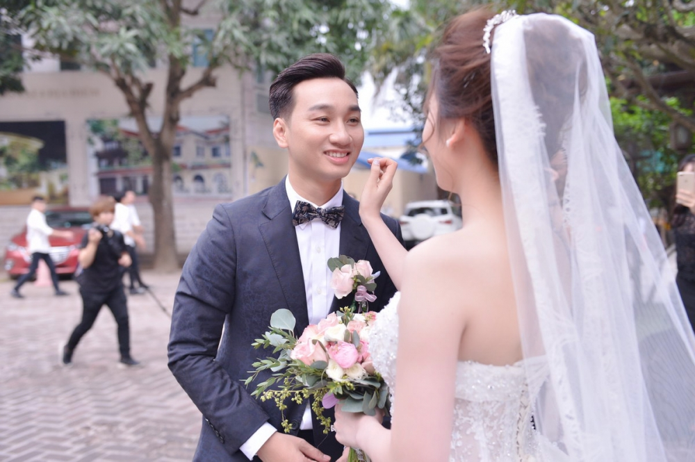 Dam cuoi MC Thanh Trung: Cong Ly sanh doi tinh moi, hoi ngo Thao Van hinh anh 2