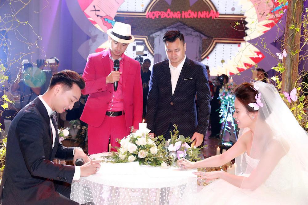 MC Thanh Trung va vo 9x bat ngo ky hop dong hon nhan trong dam cuoi hinh anh 10