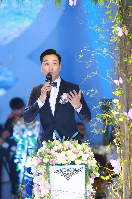 MC Thanh Trung va vo 9x bat ngo ky hop dong hon nhan trong dam cuoi hinh anh 9