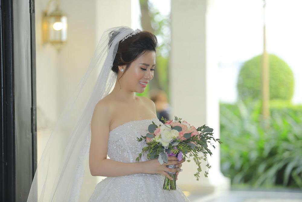 Dam cuoi MC Thanh Trung: Cong Ly sanh doi tinh moi, hoi ngo Thao Van hinh anh 3