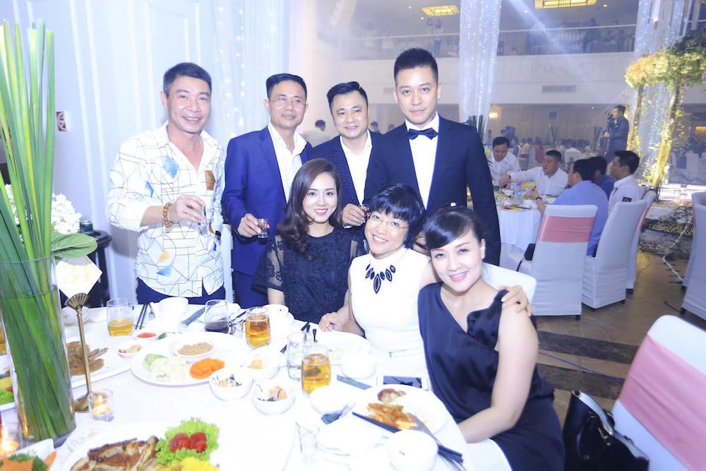 Dam cuoi MC Thanh Trung: Cong Ly sanh doi tinh moi, hoi ngo Thao Van hinh anh 12