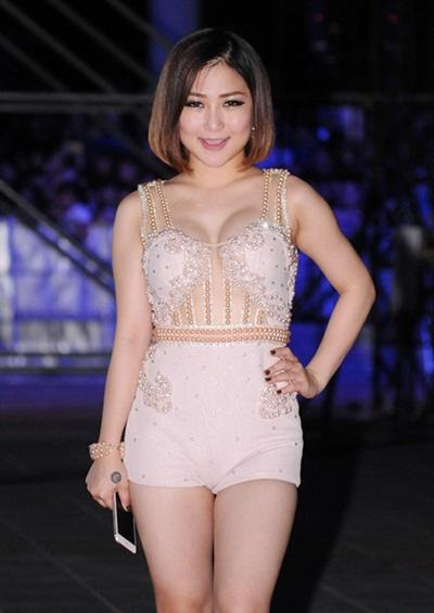 Huyen My, Diem Huong dua nhau mac corset 'an gian' vong eo hinh anh 5