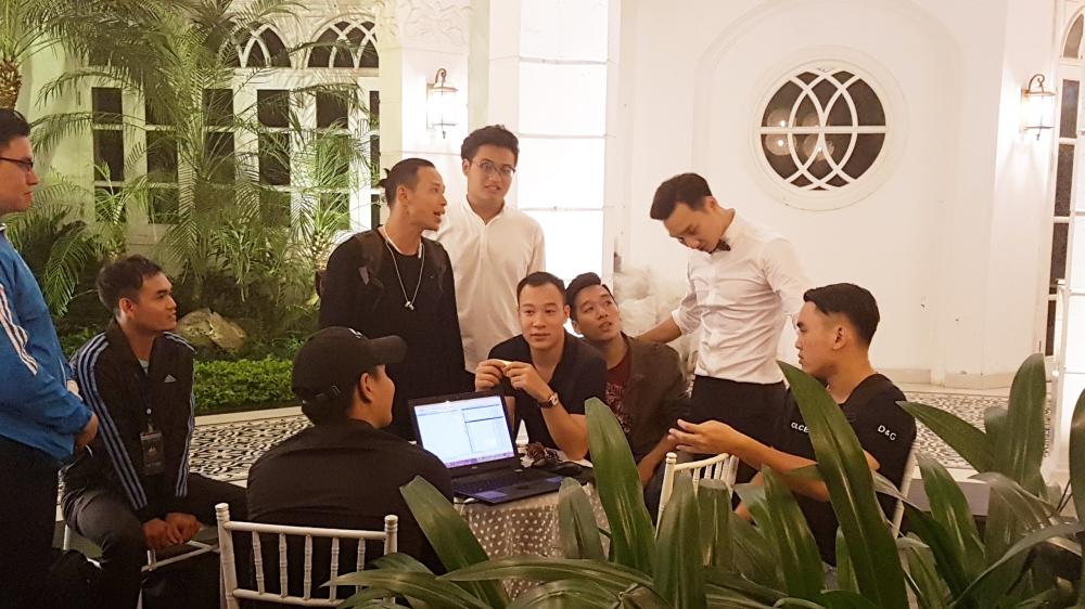 MC Thanh Trung va vo 9x bat ngo ky hop dong hon nhan trong dam cuoi hinh anh 18