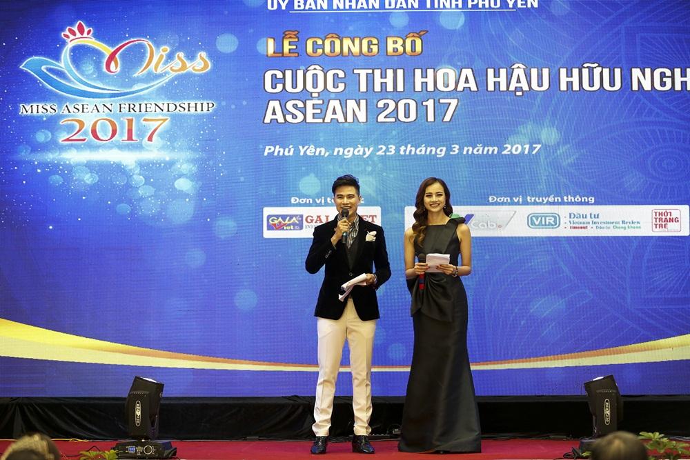 Ha Anh khoe eo thon sexy ben MC Vu Manh Cuong hinh anh 5