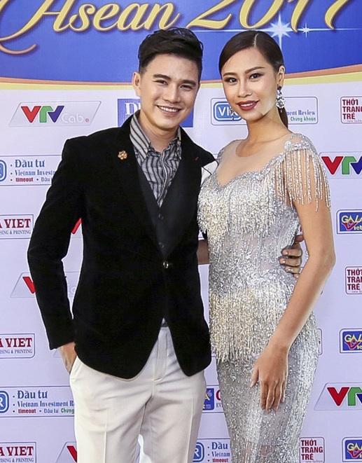 Ha Anh khoe eo thon sexy ben MC Vu Manh Cuong hinh anh 6