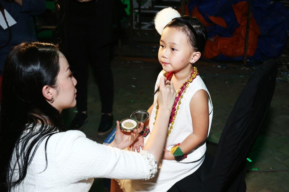 'Tieu cong chua' nha Linh Nga, Ha Kieu Anh cang lon cang dang yeu hinh anh 2