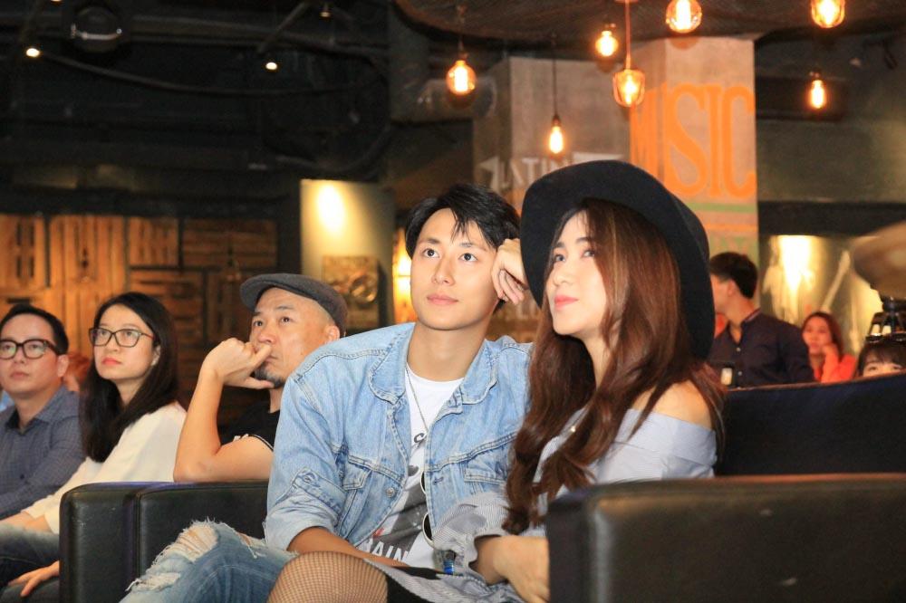 Hoa Minzy, Rocker Nguyen sanh doi den chuc mung Pham Anh Duy hinh anh 5