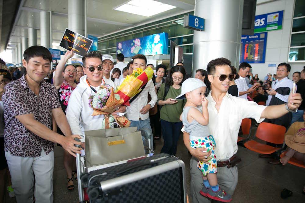 Video: Dam Vinh Hung song ca voi tinh cu Hoai Linh hinh anh 1