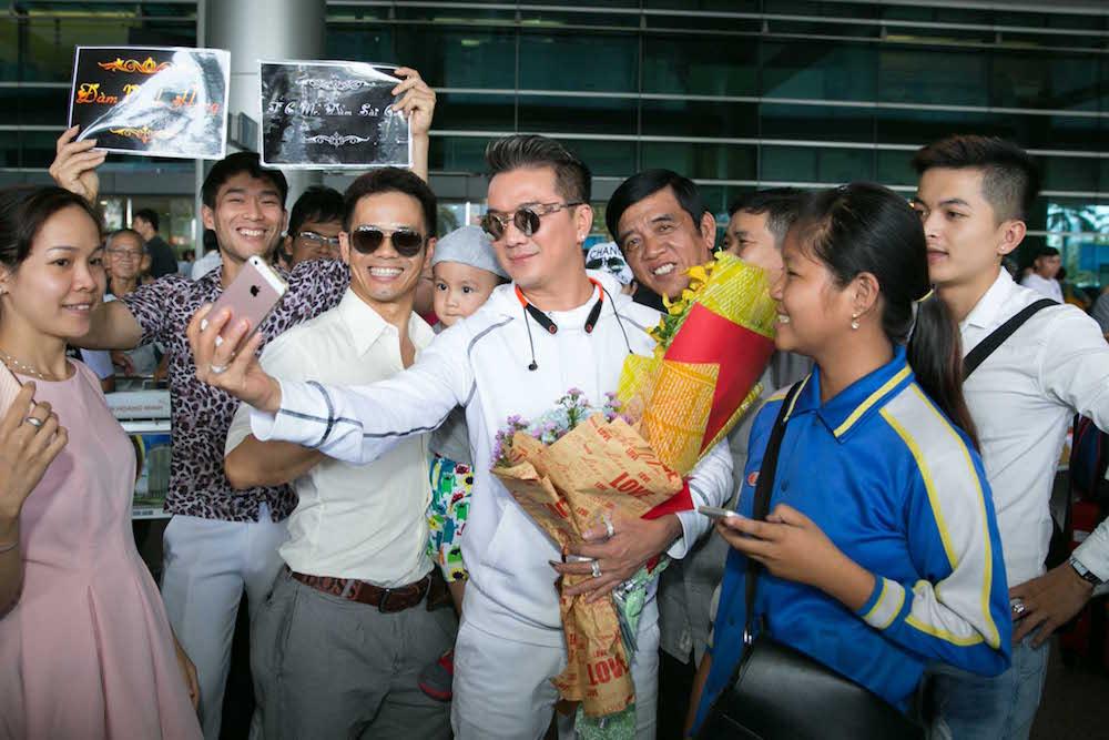 Video: Dam Vinh Hung song ca voi tinh cu Hoai Linh hinh anh 2