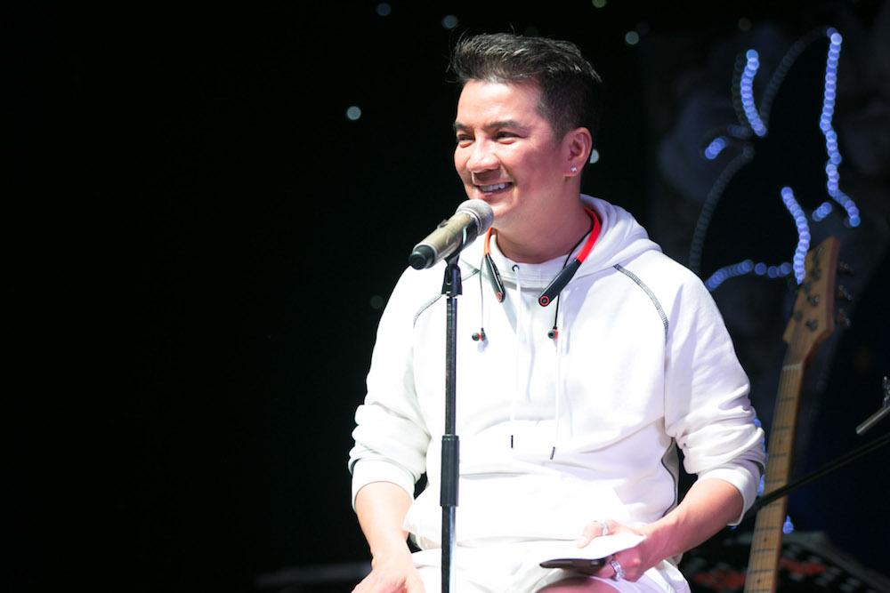 Video: Dam Vinh Hung song ca voi tinh cu Hoai Linh hinh anh 4