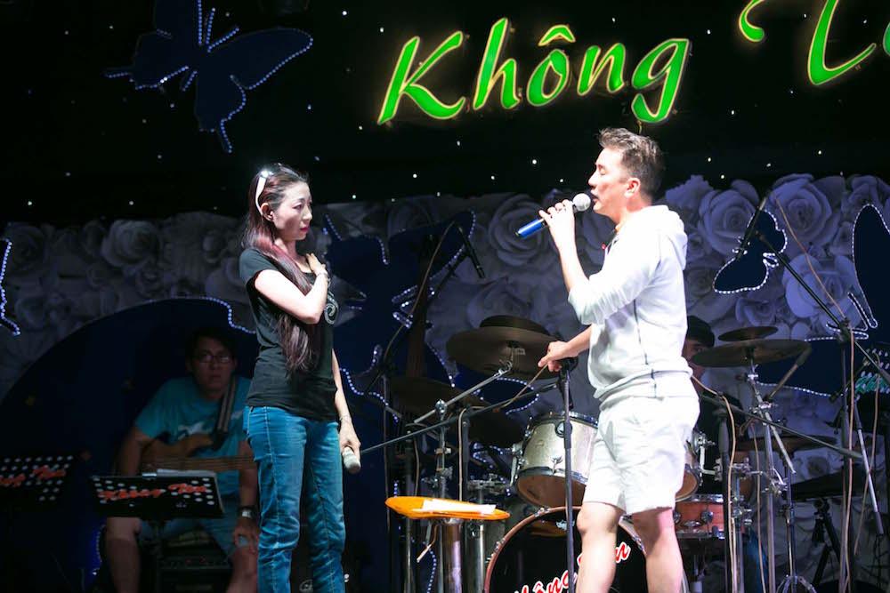 Video: Dam Vinh Hung song ca voi tinh cu Hoai Linh hinh anh 5