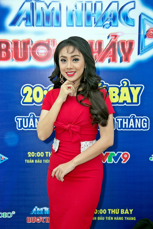 Miko Lan Trinh (4)