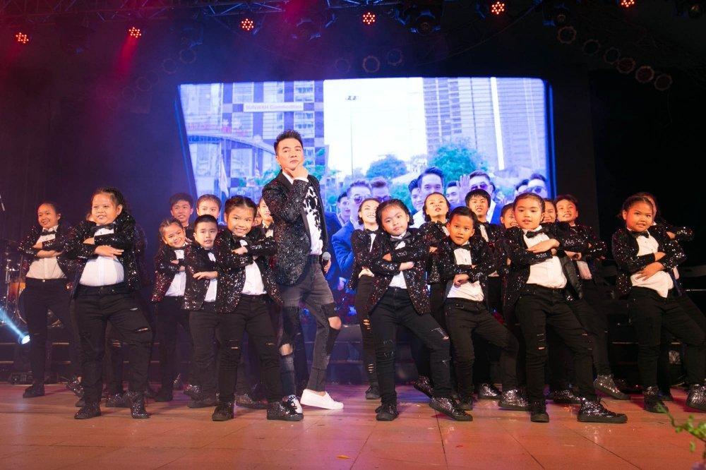 Video: Tinh cu ke chuyen tinh voi Hoai Linh trong liveshow Mr. Dam hinh anh 4