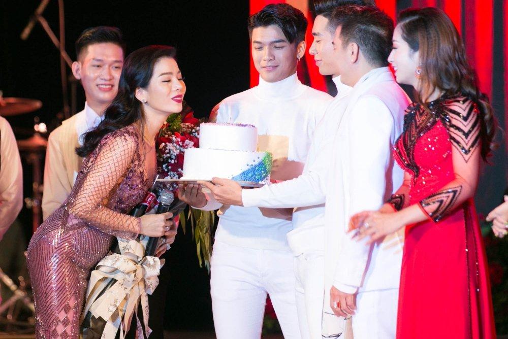 Video: Tinh cu ke chuyen tinh voi Hoai Linh trong liveshow Mr. Dam hinh anh 5
