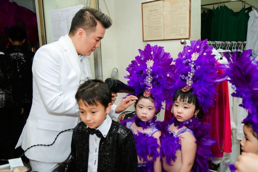 Video: Tinh cu ke chuyen tinh voi Hoai Linh trong liveshow Mr. Dam hinh anh 2