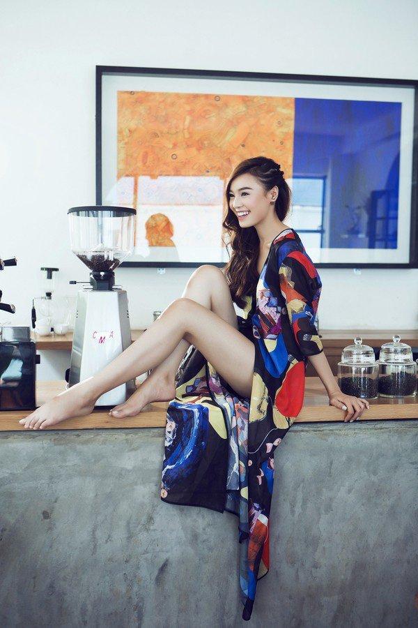 Tu khi 'lot xac' sexy, Lan Ngoc giong Hoang Thuy Linh den ngo ngang hinh anh 9