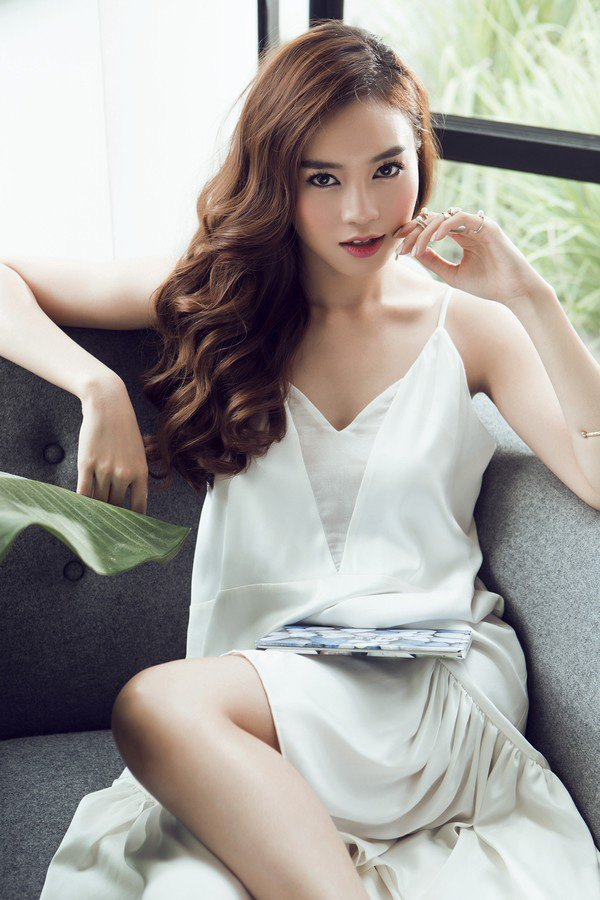 Tu khi 'lot xac' sexy, Lan Ngoc giong Hoang Thuy Linh den ngo ngang hinh anh 8