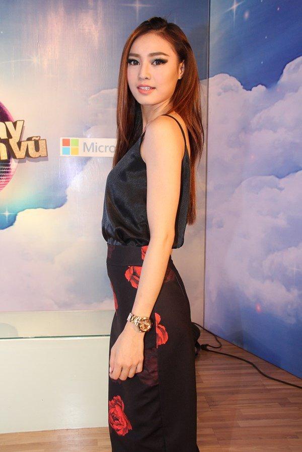 Tu khi 'lot xac' sexy, Lan Ngoc giong Hoang Thuy Linh den ngo ngang hinh anh 7