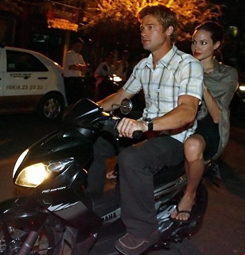 Angelina Jolie ben Brad Pitt cung giot nuoc mat va nu cuoi trong suot 12 nam qua hinh anh 10