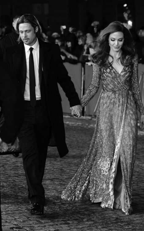 Angelina Jolie ben Brad Pitt cung giot nuoc mat va nu cuoi trong suot 12 nam qua hinh anh 1