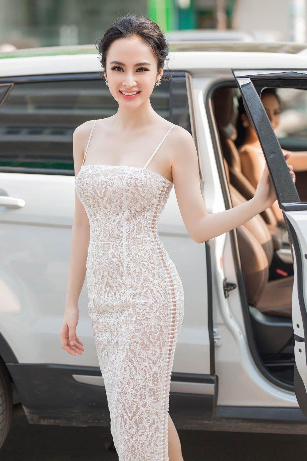 Angela Phuong Trinh tao bao khong noi y, khoe da trang quyen ru hinh anh 2