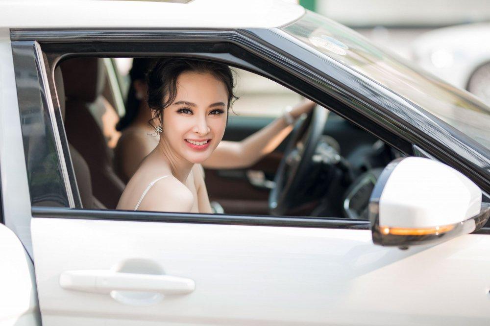Angela Phuong Trinh tao bao khong noi y, khoe da trang quyen ru hinh anh 1