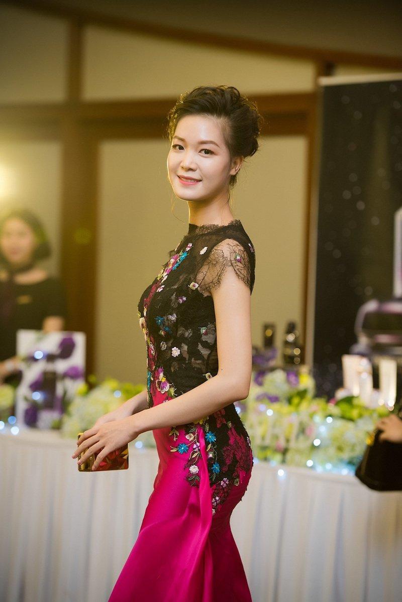 Mai Phuong Thuy gay hot hoang voi nhan sac that hinh anh 10