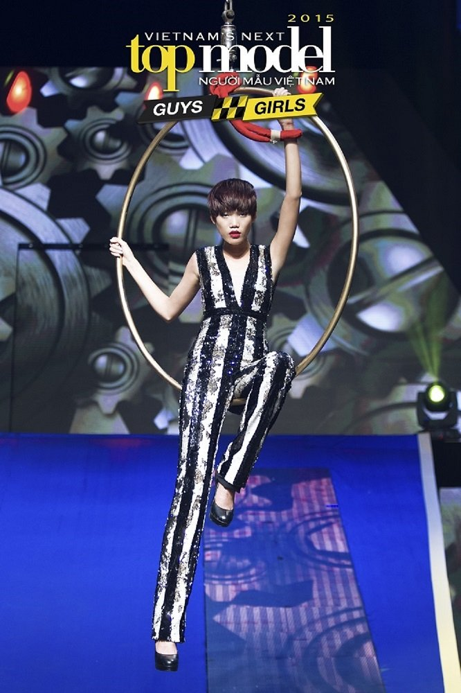 Co nang lam chieu Nguyen Hop 'doi no' ngoi vi Quan quan Vietnam's Next Top Model 2017 hinh anh 1