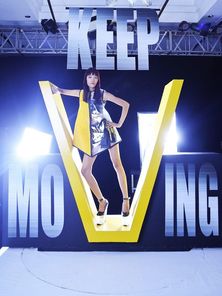 Co nang lam chieu Nguyen Hop 'doi no' ngoi vi Quan quan Vietnam's Next Top Model 2017 hinh anh 3