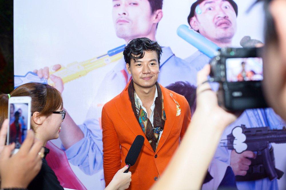 Hieu Nguyen bat ngo thay doi phong cach voi vest cam noi bat hinh anh 3