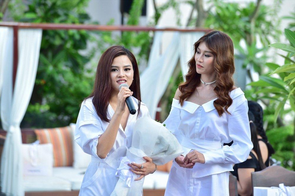 Ba Quan quan Top Model Mau Thuy - Huong Ly - Ngoc Chau tranh nhau lam first face, vedette hinh anh 2