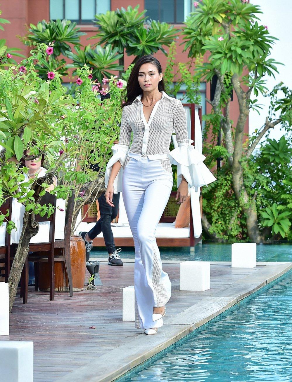Ba Quan quan Top Model Mau Thuy - Huong Ly - Ngoc Chau tranh nhau lam first face, vedette hinh anh 6