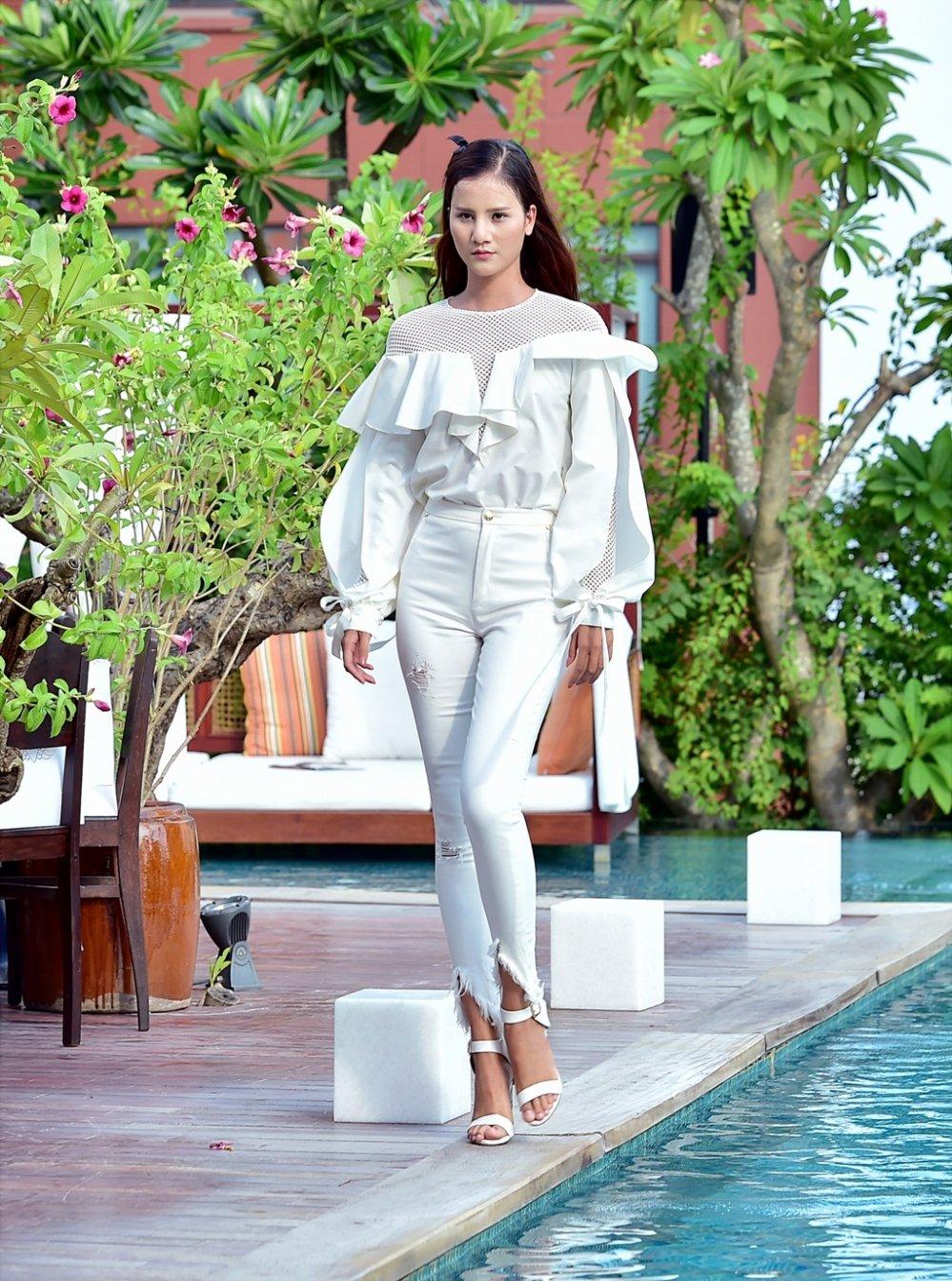 Ba Quan quan Top Model Mau Thuy - Huong Ly - Ngoc Chau tranh nhau lam first face, vedette hinh anh 12