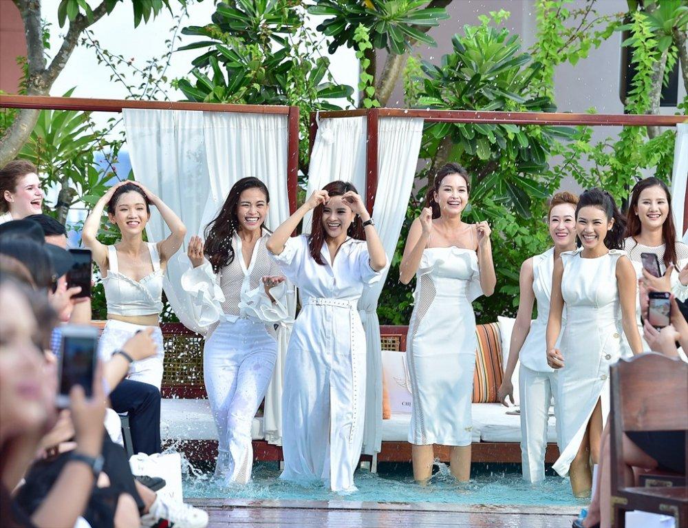 Ba Quan quan Top Model Mau Thuy - Huong Ly - Ngoc Chau tranh nhau lam first face, vedette hinh anh 13