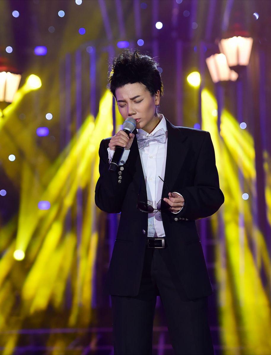 Guong mat than quen 2017: Hoai Linh 'ngat' tren ghe giam khao vi qua buon cuoi hinh anh 2