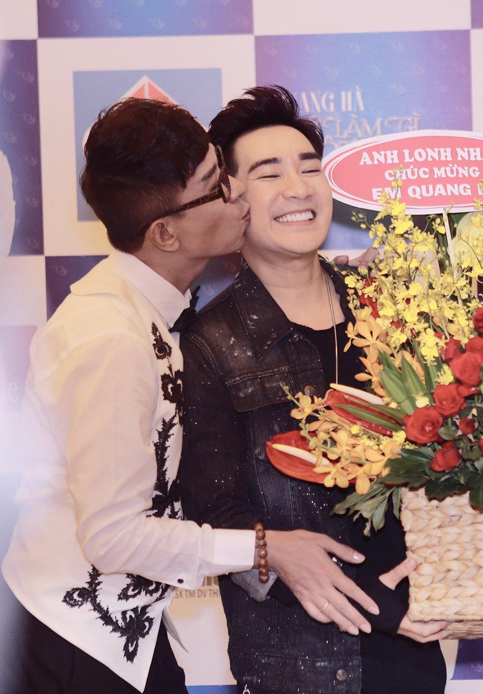 Long Nhat tiep tuc gay 'soc', vo tu hon ma Quang Ha giua chon dong nguoi hinh anh 3