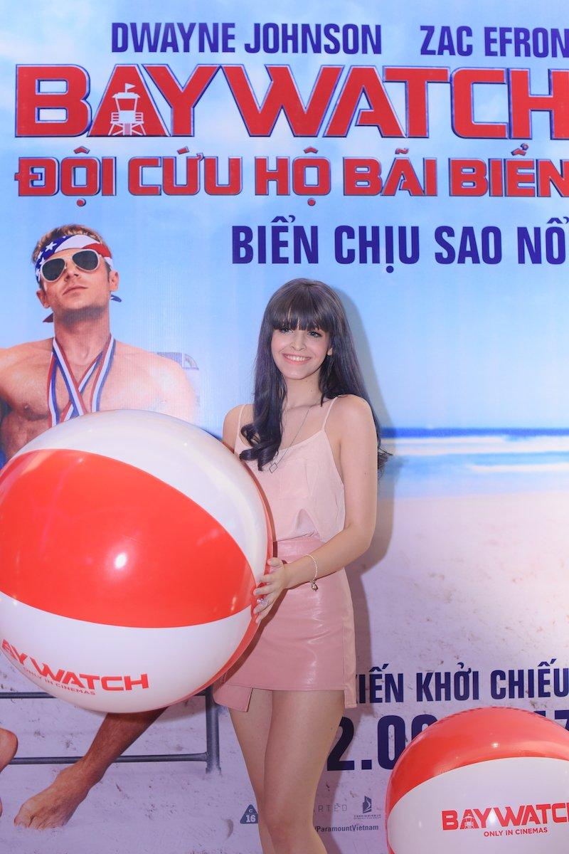 A vuong Thuan Nguyen do ve nam tinh voi MC dien trai nhat VTV hinh anh 2