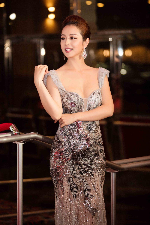 Jennifer Pham dien dam sexy khoe duong cong quyen ru hinh anh 5