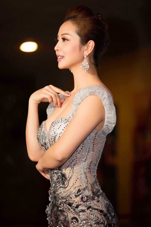 Jennifer Pham dien dam sexy khoe duong cong quyen ru hinh anh 9