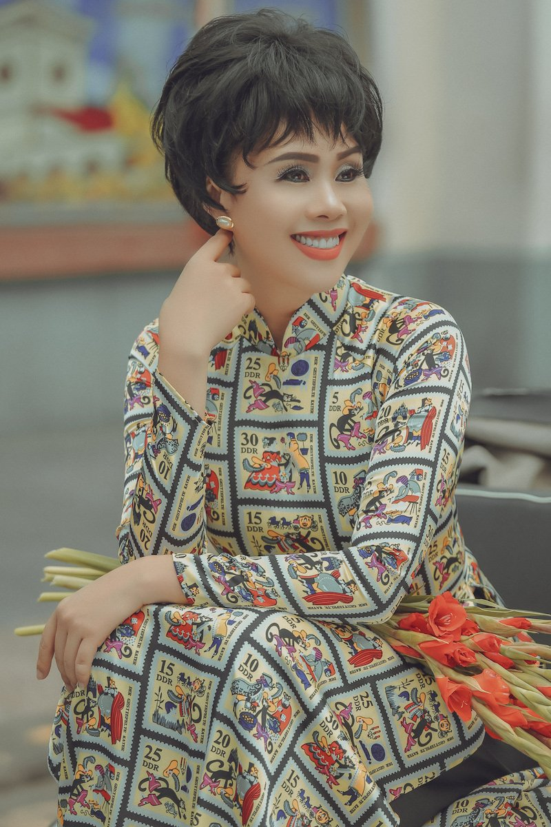 Hoa hau Hang Nguyen dep co dien voi ao dai Sai Gon xua hinh anh 9
