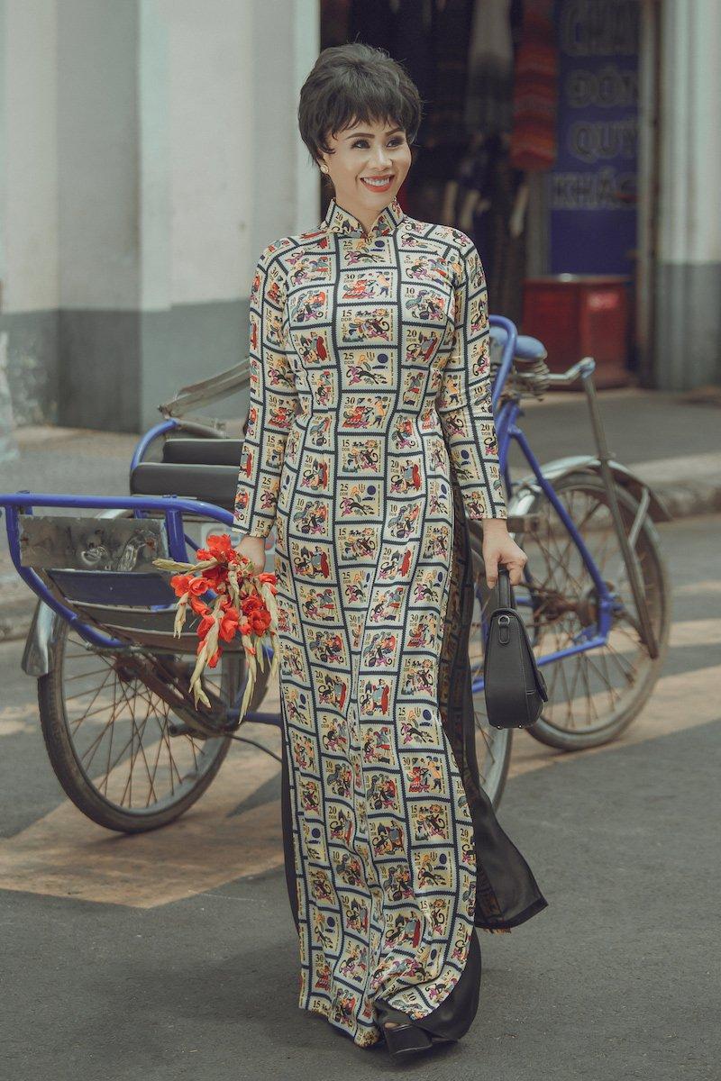 Hoa hau Hang Nguyen dep co dien voi ao dai Sai Gon xua hinh anh 12