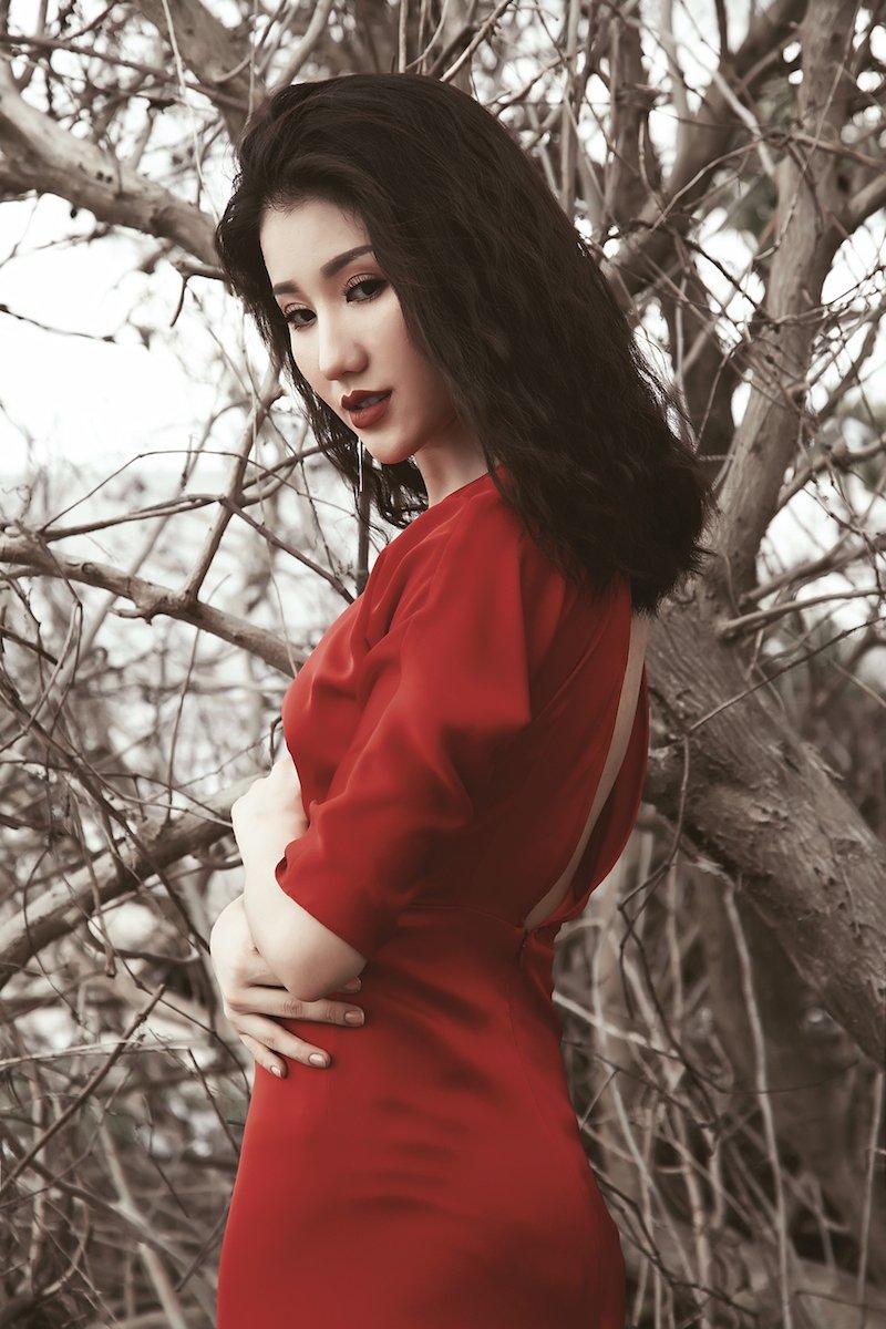 A hau Bao Nhu sexy khong noi y giua thien nhien hinh anh 5