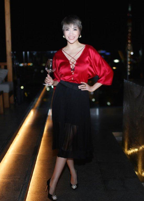 Truong Ngoc Anh, Minh Hang than thiet cung dao dien phim 'Kong' hinh anh 9