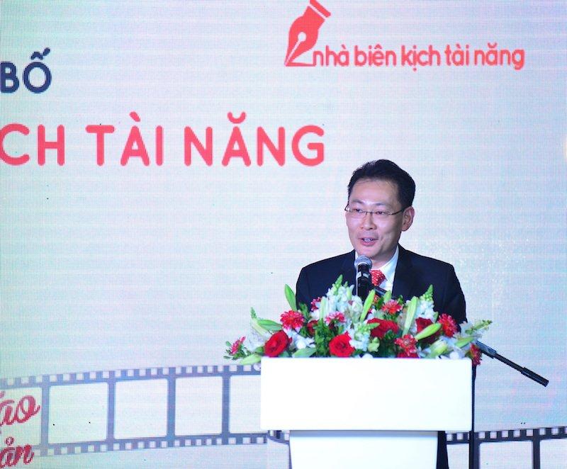 Vua lam host 'Vietnam Next Top Model 2017', Truong Ngoc Anh dat show lam giam khao hinh anh 3