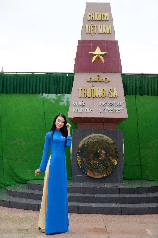 Phung Bao Ngoc Van tiep buoc dan chi Nguyen Thi Huyen den voi Truong Sa hinh anh 3