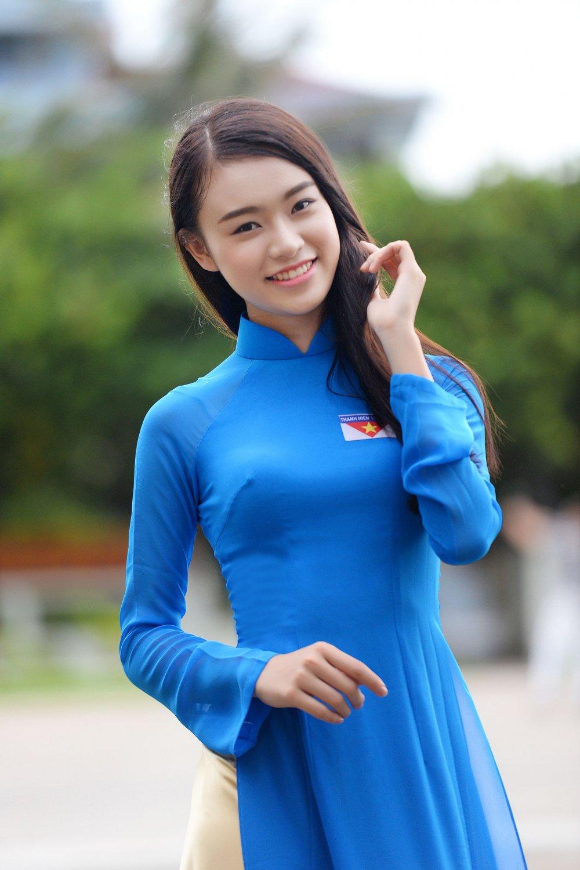 Phung Bao Ngoc Van tiep buoc dan chi Nguyen Thi Huyen den voi Truong Sa hinh anh 2