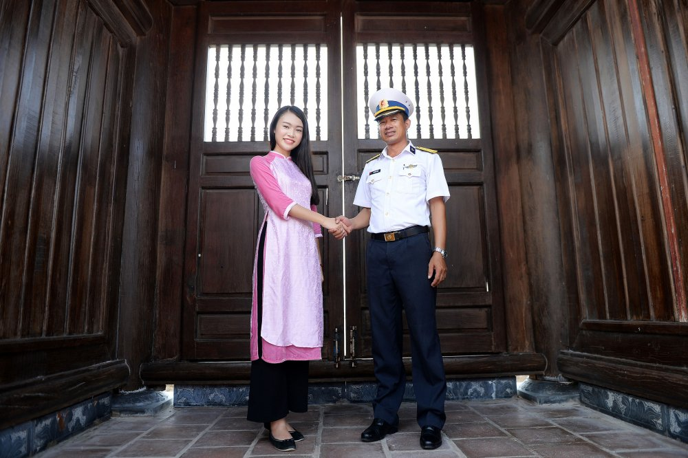Phung Bao Ngoc Van tiep buoc dan chi Nguyen Thi Huyen den voi Truong Sa hinh anh 9