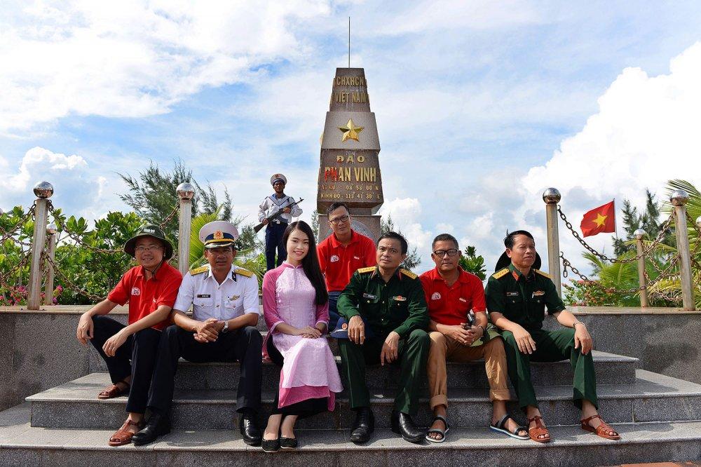 Phung Bao Ngoc Van tiep buoc dan chi Nguyen Thi Huyen den voi Truong Sa hinh anh 10