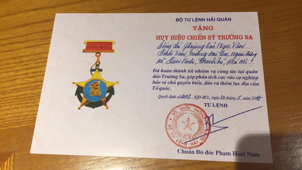 Phung Bao Ngoc Van tiep buoc dan chi Nguyen Thi Huyen den voi Truong Sa hinh anh 16